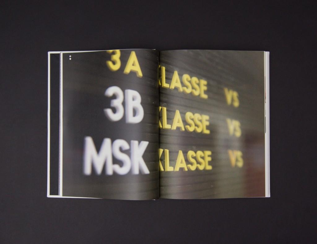 Aufgeschlagene Doppelseite aus dem Praxisbuch: Kapitel: Bestandsanalyse, Großaufnahme der bisher verwendeten Steckbuchstaben.