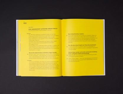 Aufgeschlagene Doppelseite aus dem Theoriebuch: Kompendium, Interview mit Ruedi Baur.